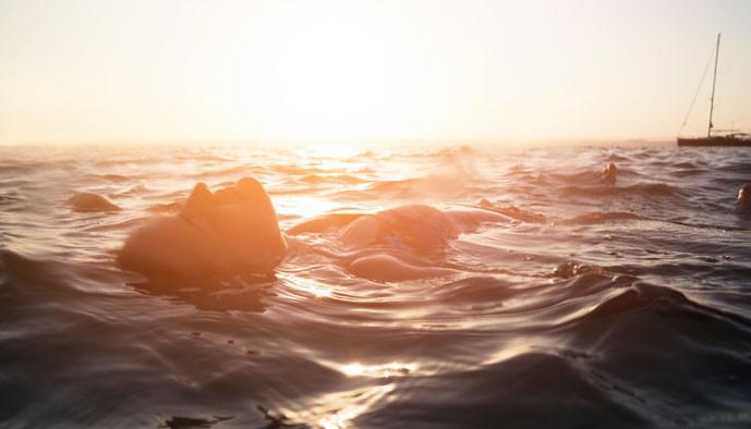 Les 8 bienfaits santé d'un bain de mer