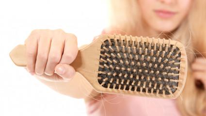 Chute des cheveux : conseils et recettes d'experts