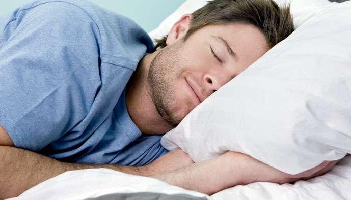 Dormir du sommeil du juste : les conseils du somnologue et chronothérapeute Roland Pec